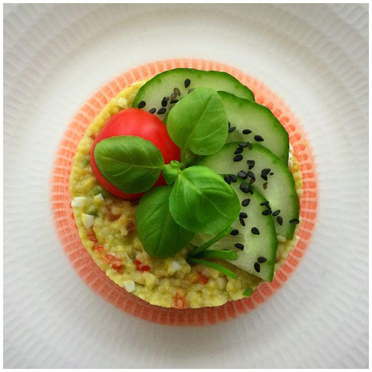 Salata de cuscus cu legume crude, avocado si ou