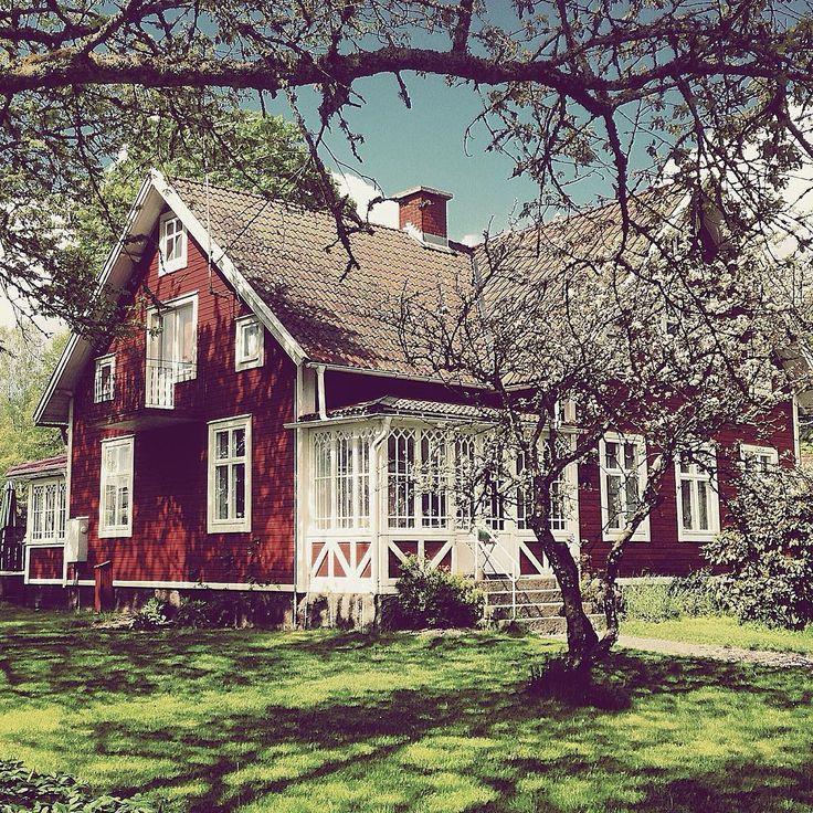 """""""Pic from last spring Tiden rusar & snart är vi där... #norregård #myhome #myfavouriteplace #sekelskifteshus #anno1912 #svenskahem #scandinavianhome…"""""""