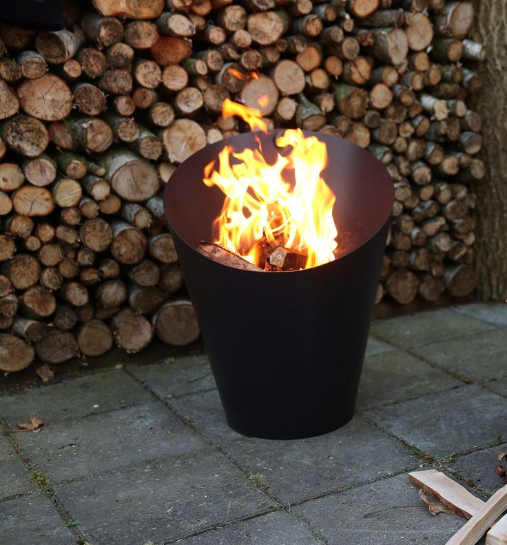 The Morsø Fire Pot is a simple and stylish fire pit. It's made from steel plate coated with a heat-resistant paint.