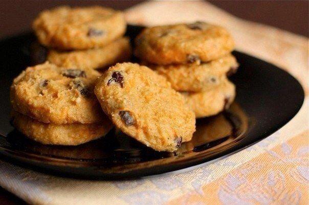 Sie können sehr leckere Quark Kekse mit wenig Kalorien backen. Diese Kekse sind sehr weich und zum Frühstück passen sie auch gut.