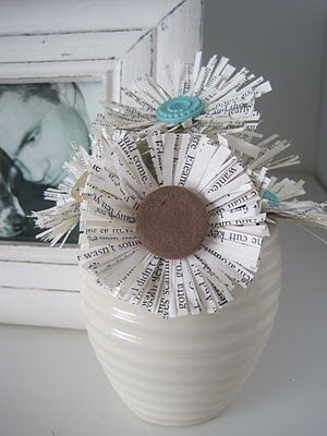 Book Page flowers: Books Pages Flowers, Idea, Buttons Flowers, Book Page Flowers, Paper Flowers, Book Pages, Flowers Tutorials, Teen Crafts, Old Books