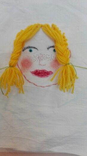 Portret borduren in borduurring op witte katoen.Groep 5/6 OBS Woold