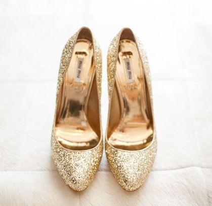 Loving these gold pumps!Gold Glitter, Fashion Style, Golden Heels, High Heels 7, Gold Pump, Gold Heels, Heels Sho, Miu Miu, Gold Miu