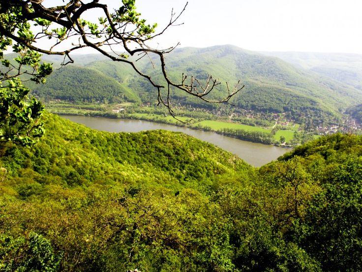 A Naphegy Vendégház a Dunakanyar legszebb településén, Zebegényben, a Duna közelében, csodálatos erdei környezetben található. Különleges ...
