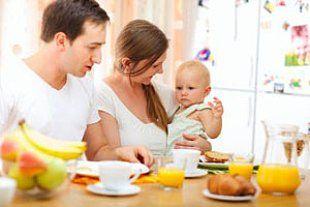 Eltern Baby Fruehstueck iStock Shalamov