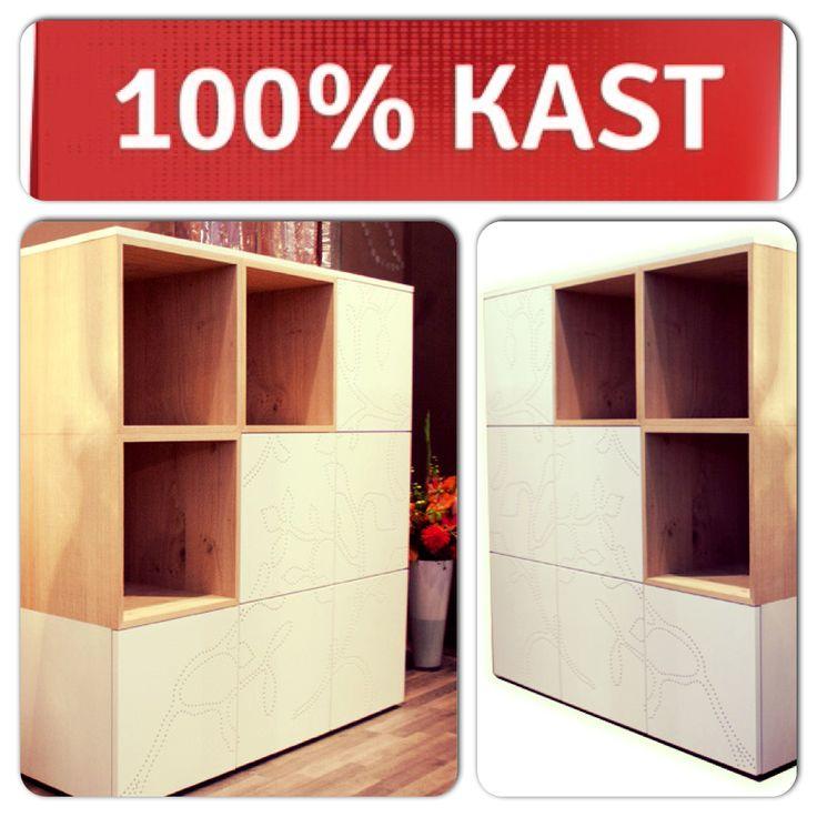 Boekenkast Woonbeurs Special 2013 is 100% Dutch Design. In haar ontwerp staat multifunctionaliteit centraal, want ze is zowel een boekenkast als een opbergmeubel! Wil jij deze boekenkast? Je hebt nog tot en met 29 september de tijd! Dus ga snel naar http://100procentkast.nl/kasten-op-maat/boekenkast/woonbeurs-2013-special-boekenkast/