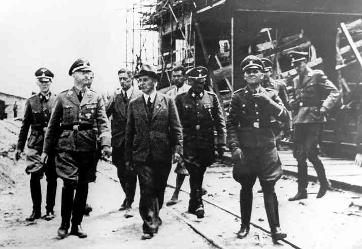 Touring the IG Farben Buna plant (Pohl and Himmler)