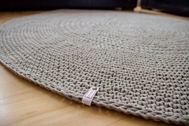 Round linen rug