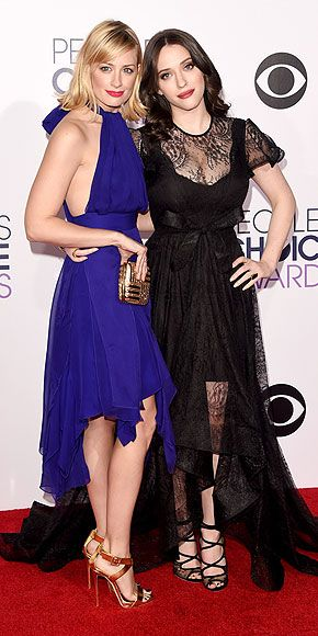 People's Choice Awards Red Carpet, People's Choice Awards 2015 : 2 Broke Girls with Kat Dennings and Beth Behrs