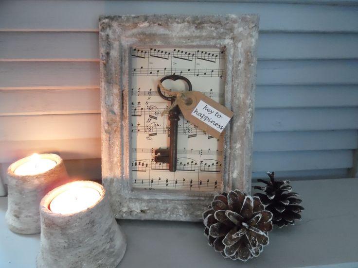 De sleutel tot het geluk.Bewerkt met muurvuller,verf,koffieprut en bloem..