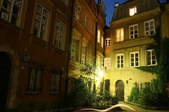 Warsaw Old Town by night | MANIA PODRÓŻOWANIA - PHOTO