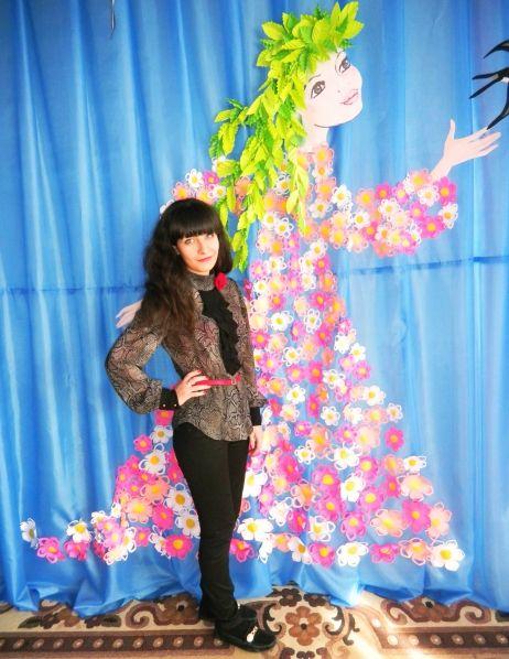 «Весна-красавица» из бумаги для украшения музыкального зала в детском саду Фото