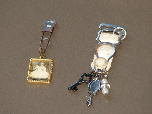 From inkstainswithroni.blogspot.com: Altered Charms, Altered Jewelry, Charms 007, Crafts Jewelry, Art Charms, Charms Bracelets, Words Keys, Charms Ideas, Keys Bracelets