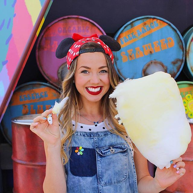 This Dole Whip cotton candy wasn't even the sweetest part of my day...💭 I loved getting to meet some new friends & have a day in the park where I completely played it by ear. 🤓 I hope you're having a happy day too!