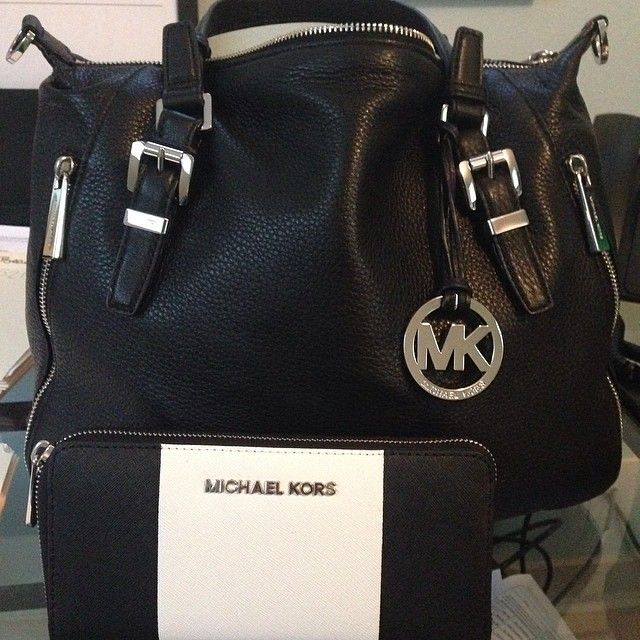 Michael Kors Ring Hobo Metallic Leather Large Pink Drawstring Bags Outlet and hot sale for cheap....
