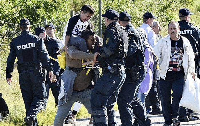 Denmark Gov't Proposes Stripping Refugees of Their Belongings