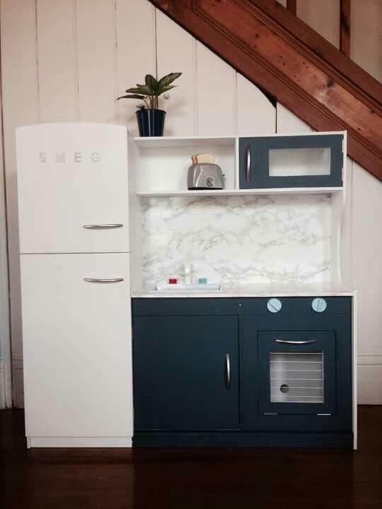 Kmart kitchen hack http://smallhousediy.com/category/playhouse-building-tips/
