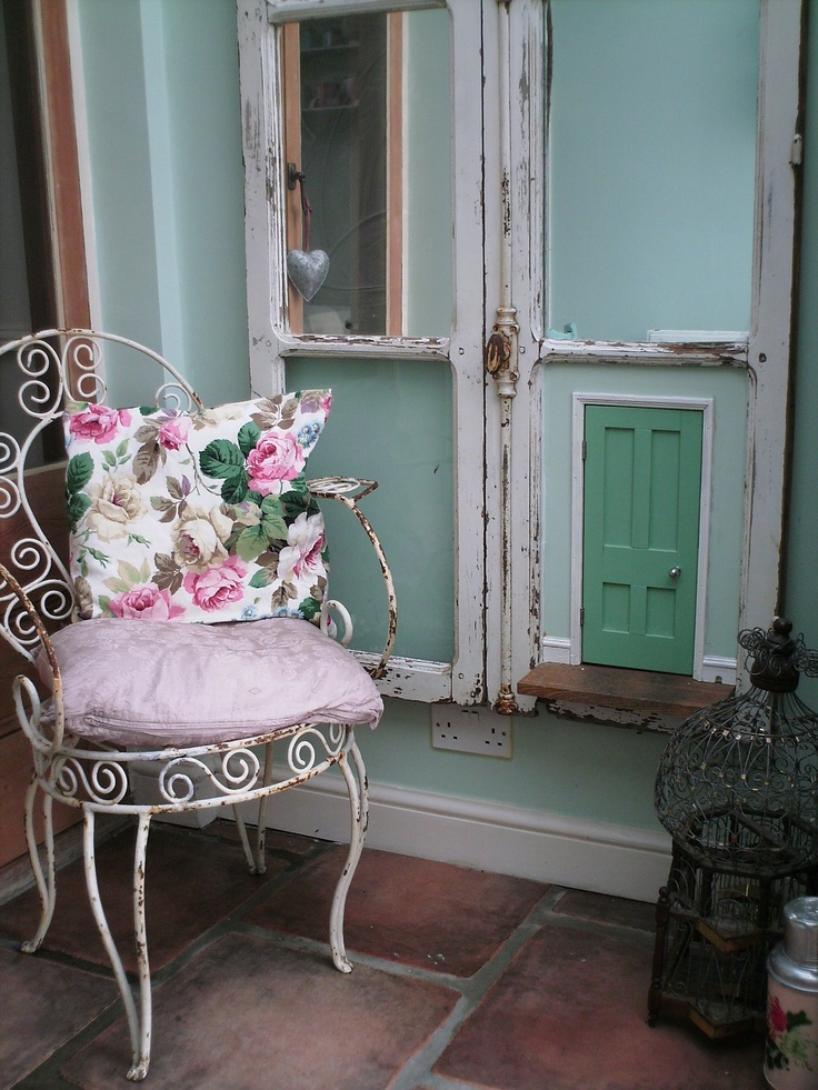 Love the Alice in Wonderland door.: Decorshabbi Chic, Dogs Stuff, Shabby Chic, Alice In Wonderland Doors, Chairs, Doggies Spoiled, Vintage Life, Cottages Charms, Doggies Doors