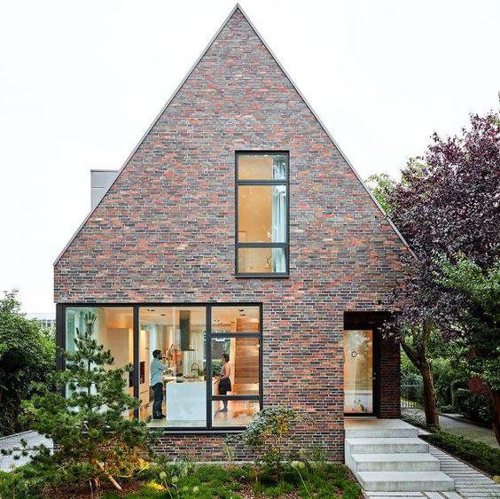 Modern gable roof house with brick facade   – Häuser