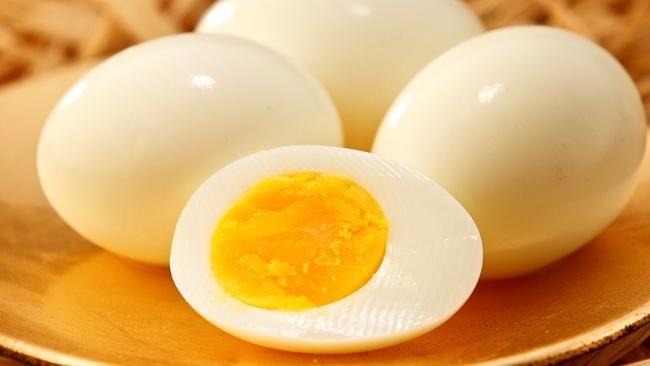 Ce que vous devez savoir, c'est que peu importe la quantité d'œufs, sachez que la durée de cuisson sera exactement la même que ça soit pour un œuf ou huit
