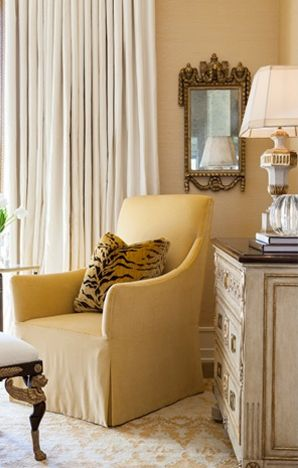 Classic Home Design In Neutrals, Whites, And Touches Of Black (via Ebanista