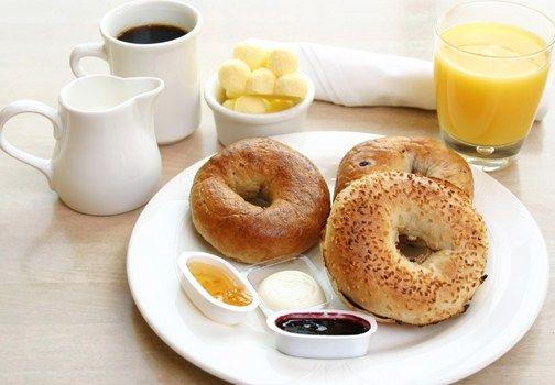 La colazione a letto: servita con i consigli di Csaba, maestra di bon ton e stile della cucina!