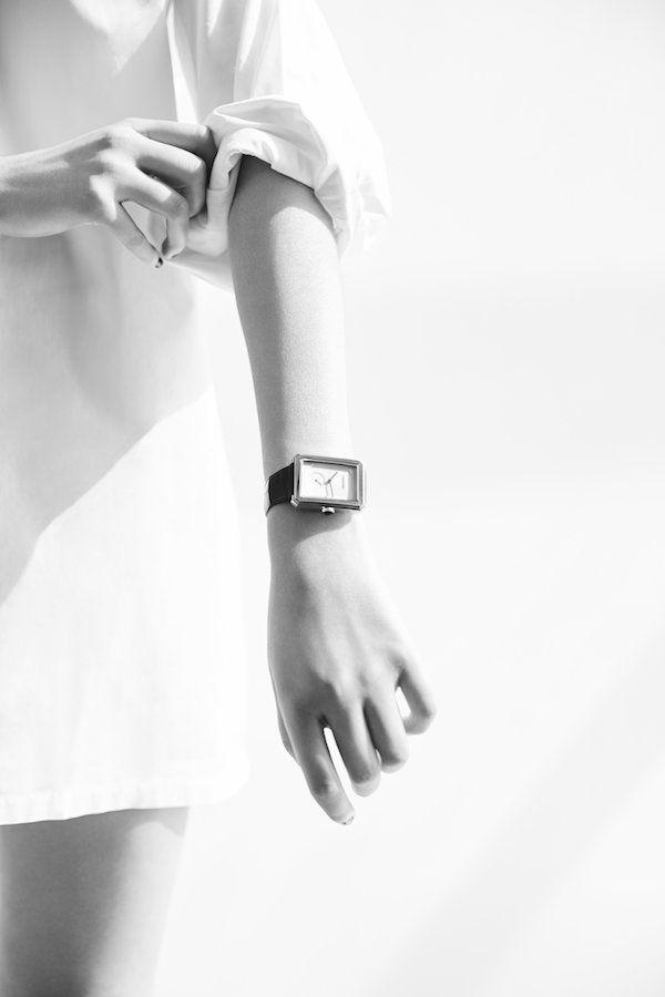 La dernière montre Chanel pour femme.   dessin contemporain et angles satinés. La montre BOY.FRIEND.Montre Boy.Friend,www.chanel.com L.L