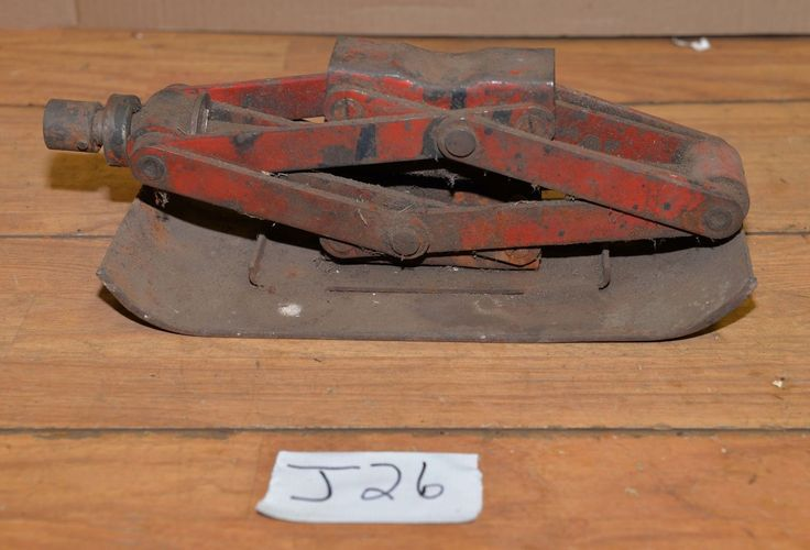 Vintage 1 1/2 Ton Red Scissors Jack 15 Lb Off Road Jeep Truck Collectible Tool