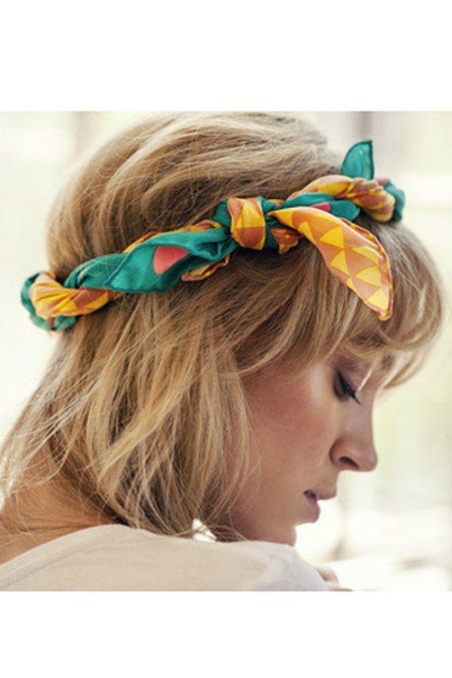 Aprenda com as divas da antiga e glamourosa Hollywood: use um lenço em volta do seu cabelo e ganhe, instantaneamente, pontos extras na produção do dia a dia!