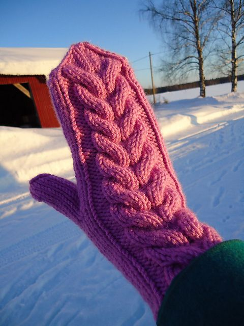 Free! - Ravelry: Adorable Cabled Mittens pattern by Sini Huupponen