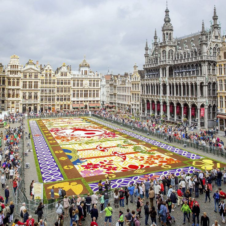 """The Economist op Twitter: """"A giant flower carpet was unveiled to the public in the Grand Place, Brussels, Belgium on August 12th 2016 (EPA) https://t.co/9fPcdy8Iwj"""""""