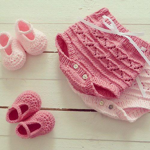 Happy friday!     #pontinhosmeus #knitting #knittersofinstagram #babyknitting #babyfashion #newbornphotography   Flickr - Photo Sharing!