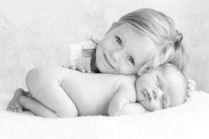 Interação com irmão mais velho deixa álbum do bebê ainda mais fofo - Gravidez e Filhos - UOL Mulher