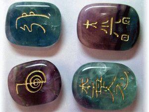 Las piedras y los símbolos del Reiki. El aprendizaje y la conciencia de la energía. Namasté!