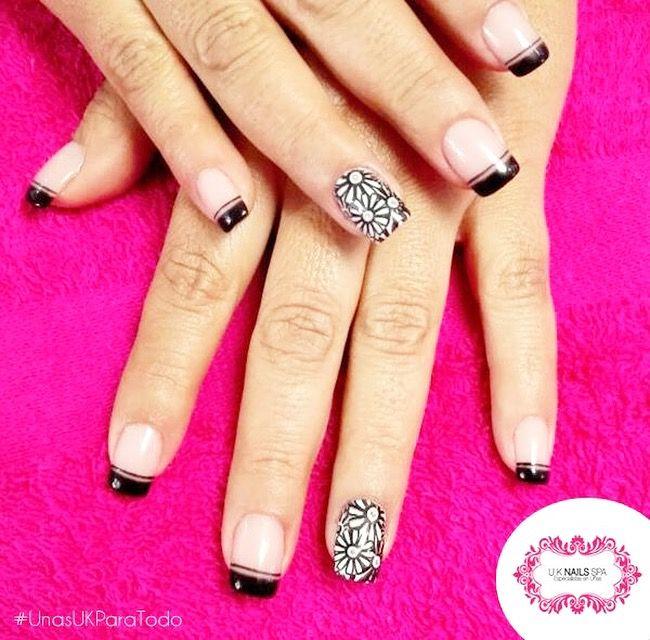 Así lucen las uñas acrílicas de U.K... te fijaste? aspecto muy natural. (Reserva por nuestra fan page o al: 3001747 o 312-3842558) #UnasUKParaTodo