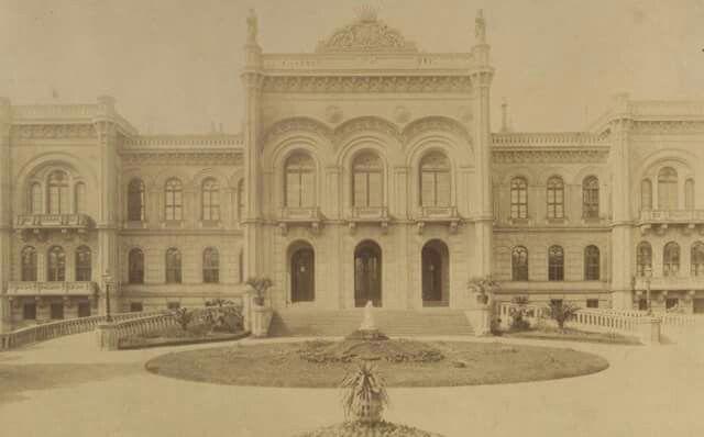 1890-es évek vége. Gróf   Karátsonyi Guido palotája, Krisztina körút 55. 1938-ban lebontották. 1951-ben helyére épült ház ma a Magyar Telekom székháza.