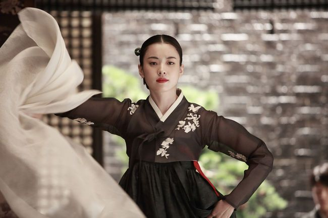 ✩ GISAENG ✩【기생】Such a beautiful movie about Korean Gisaengs. One of my favorite films #해어화 #lovelies #haeuhhwa #movie #film #Korean #gisaeng #kisaeng #ginyeo #kinyeo #courtesans #vintage #retro #korea #history #기생 #기녀 #한국역사 #HanHyojoo #ChunWoohee #YooYeonseok #한효주 #천우희 #유연석