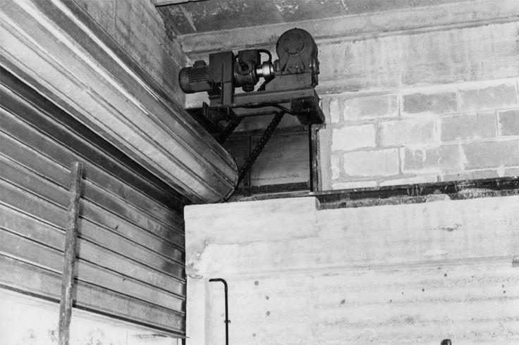 Immagini d'epoca della produzione di officine Locati, zienda storica che produce avvolgibili e porte garage, chiusure di sicurezza, recinzioni e grigliati.