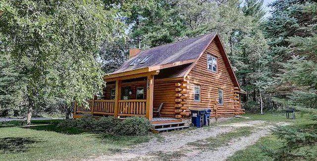 Affordable Log Cabin Near The Beach
