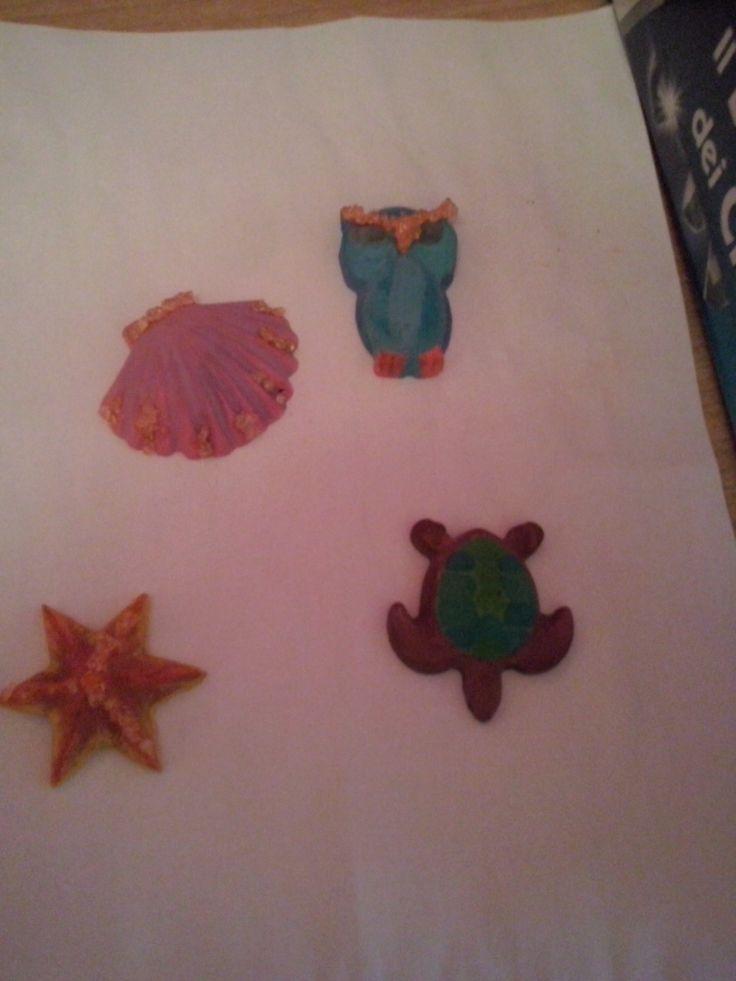 Formine in gesso con piccoli cristalli fatti a mano
