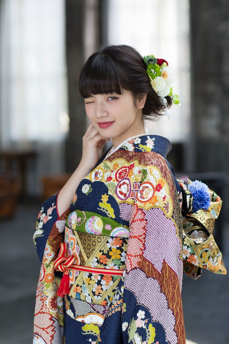 Komatsu Nana 小松菜奈 modelling in furisode for Kyoto kimono yuzen 京都きもの友禅 - Japan - 2016 Source Twitter @kimono_yuzen