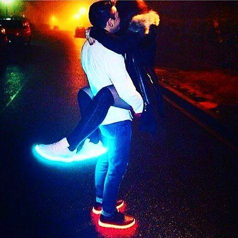 """""""Love is in the air""""... Soldes sur Heartjacking.com  des prix jamais vus ! Chaussure lumineuse 20 euros seulement livraison rapide car produit déjà en France !  la deuxième paire pour 15 euros. Du jamais vu ! https://www.heartjacking.com/fr/260-chaussures-lumineuses   De la taille 25 (enfant) à 46 la basket lumineuse led Moonwalk nom inspiré du grand Michael Jackson bien entendu ;-) est noire ou blanche et sur chaque chaussure on peut choisir parmi 7 couleurs de leds ! Chaussures mixtes pour…"""