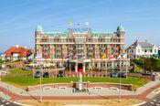 Radisson Blu Palace Hotel Noordwijk aan Zee  Description: Radisson Blu Palace Hotel Noordwijk aan Zee is ontworpen om gasten op hun gemak te stellen en tegelijkertijd te verbazen. De binnenhuisstijl warm en ingetogen verwijst subtiel naar dynamiek en grandeur. De vormentaal vindt haar basis in de Art Deco. Elke etage heeft haar eigen kleurstelling refererend aan verschillende vorstenhuizen. Het scala van kamers begint op niveau Deluxe en vindt zijn bekroning in de luxueuze Palace Suite…