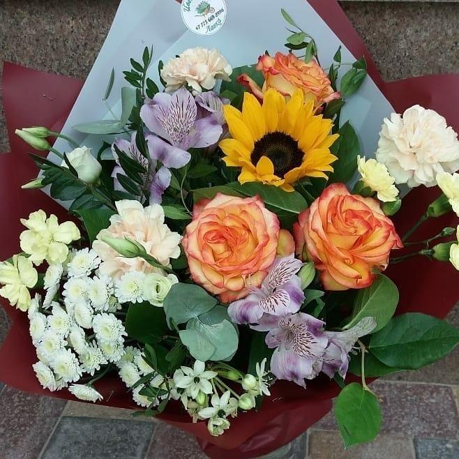 Krasivye Bukety Cvetov Eto Ne Tolko Priyatno No I Vsegda Horoshee Dopolnenie K Podarku Na Lyubom Torzhestve Flowers Floral Wreath Floral