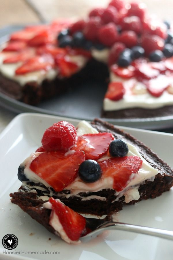 This brownie fruit pizza looks amazing! And it is so easy to make!