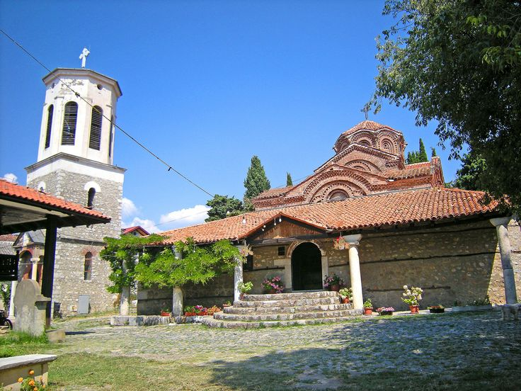 Gudsmoder-kirken - Church of the Mother of God   When the Turks turned many of Ohrid's churches into mosques, the Christians were allowed to assemble the icons in the Church of the Mother of God on the outskirts of the town. Therefore it still houses much prominent ecclesiastical art.
