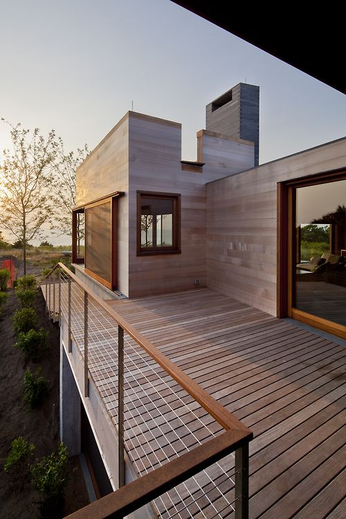 Simple cable deck railing. Modern architecture.