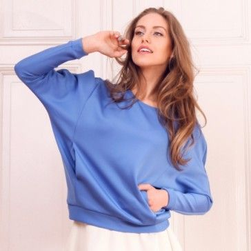 Niebieska bluza  | Nie zwlekaj i sprawdź! | SHOWROOM - SHWRM.pl