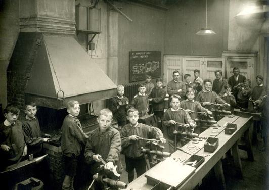 Les metaalbewerking, circa 1920.