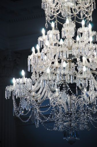 :O I am in love with this chandelier!